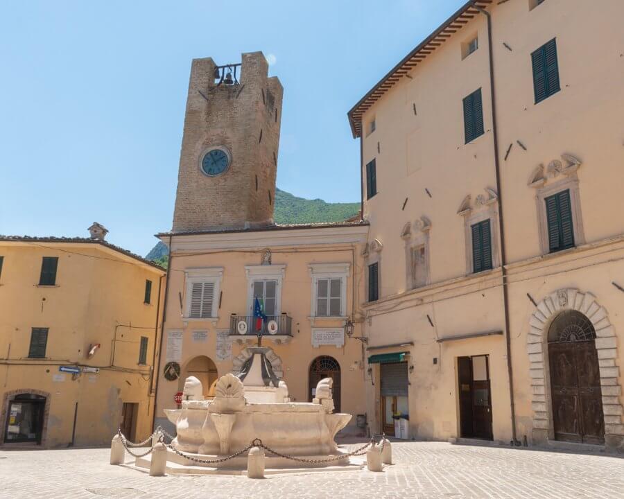 Serra San Quirico - Piazza